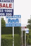 Segni di vendita di Real Estate Immagini Stock Libere da Diritti