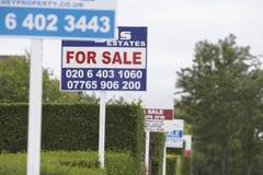 Segni di vendita di Real Estate Immagine Stock