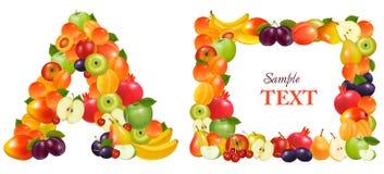Segni A e un blocco per grafici con lettere fatto da frutta. Immagini Stock