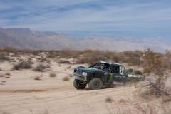 Segni fuori la corsa del camion della strada 4x4 Baja Immagini Stock Libere da Diritti