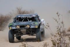 Segni fuori la corsa del camion della strada 4x4 Baja Fotografia Stock Libera da Diritti