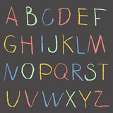 Segni l'alfabeto col gesso del disegno della mano di colore su una lavagna Immagine Stock