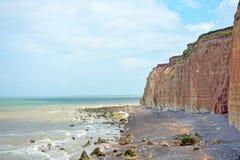 Segni la vista col gesso del paesaggio di orizzonte di mare e delle scogliere in dipartimento Seine-Maritime in Normandia Francia fotografie stock libere da diritti