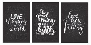 Segni le frasi col gesso dell'iscrizione vi amano di più di venerdì, cambiamenti di amore il mondo, le buone cose nella vita è mi royalty illustrazione gratis