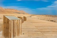 Segni sul modo al mar Morto Immagini Stock