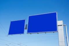 Segni vuoti in bianco del blu della strada immagini stock libere da diritti