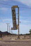 Segno abbandonato del motel, Bagdad, California Fotografia Stock