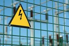 Segno ad alta tensione del pericolo Fotografie Stock Libere da Diritti