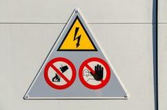 Segno ad alta tensione del pericolo Fotografia Stock