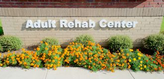 Segno adulto del centro di riabilitazione Immagini Stock