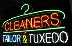 Segno al neon dei pulitori fotografia stock