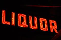 Segno al neon del liquore fotografia stock libera da diritti