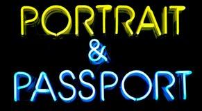 Segno al neon del passaporto Immagini Stock Libere da Diritti