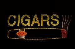 Segno al neon del sigaro con l'icona immagine stock
