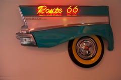 Segno al neon dell'itinerario 66 Fotografie Stock Libere da Diritti