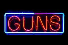Segno al neon delle pistole Fotografia Stock Libera da Diritti