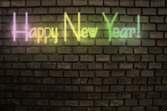 Segno al neon di nuovo anno felice fotografie stock libere da diritti