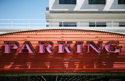 Segno al neon di parcheggio Immagine Stock