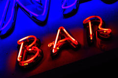 Segno al neon rosso della barra Fotografia Stock Libera da Diritti