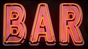 Segno al neon rosso della barra Fotografia Stock