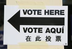 Segno al sito di voto a New York Fotografia Stock Libera da Diritti