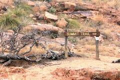 Segno alla traccia della sommità della roccia Enchanted Immagini Stock