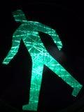 Segno ambulante verde luminoso Fotografia Stock Libera da Diritti