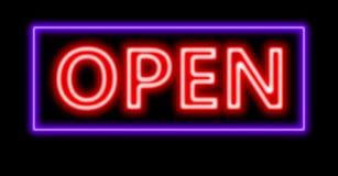 Segno aperto di rosso al neon Fotografia Stock Libera da Diritti