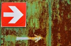 Segno arrugginito della freccia Fotografia Stock Libera da Diritti