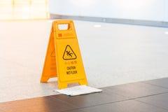 Segno bagnato del pavimento Fotografie Stock