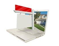 Segno in bianco & computer portatile del bene immobile Immagine Stock