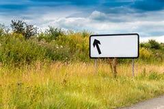 Segno in bianco dell'autostrada della freccia Immagini Stock Libere da Diritti