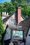 Segno bianco di Hart Pub, castello Combe fotografia stock