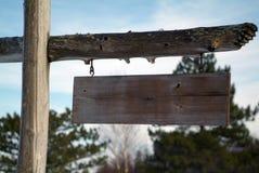 Segno in bianco di legno rustico Fotografia Stock