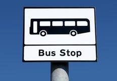 Segno britannico della fermata dell'autobus. Fotografie Stock Libere da Diritti