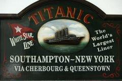 Segno che visualizza Titanic in Cobh, Irlanda Fotografia Stock