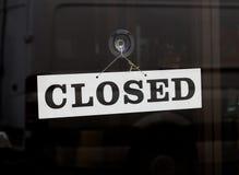 Segno chiuso su una porta Fotografie Stock