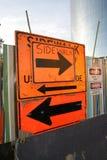 Segno confusionario del marciapiede Immagini Stock