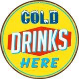 Segno d'annata del metallo - il freddo beve qui illustrazione di stock