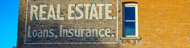 Segno d'annata di Real Estate, di prestiti e di assicurazione Fotografie Stock Libere da Diritti