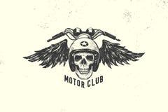 Segno d'annata ed etichetta del club del motore con il cranio, il casco e le ali Emblema dei motociclisti e dei cavalieri Fotografie Stock