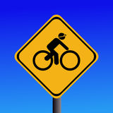 Segno d'avvertimento dei ciclisti avanti Immagine Stock