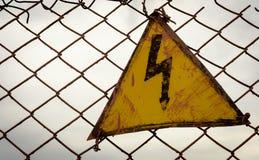 Segno d'avvertimento del triangolo di elettricità d'annata Fotografia Stock Libera da Diritti