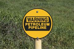 Segno d'avvertimento della conduttura del petrolio Immagine Stock