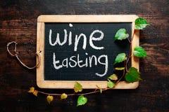 Segno decorativo scritto a mano dell'assaggio di vino Fotografie Stock