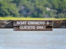 Segno 2 dei proprietari della barca fotografia stock libera da diritti