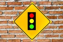 Segno dei semafori sul muro di mattoni Fotografie Stock