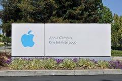 Segno del ciclo infinito della città universitaria una del Apple Immagine Stock Libera da Diritti