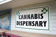Segno del dispensario della cannabis Immagini Stock
