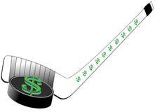 Segno del dollaro sul disco di gomma e sul bastone di hokey Fotografia Stock Libera da Diritti